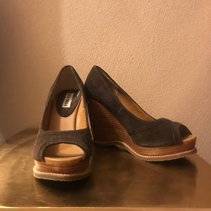 Steve Madden Brown Suede peep toe wedge 7.5